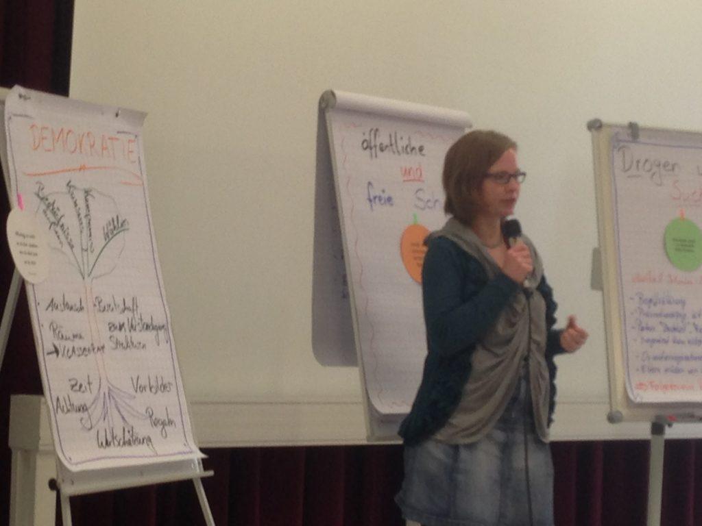 Sanja Liebermann stellt das Projekt Klassenrat vor