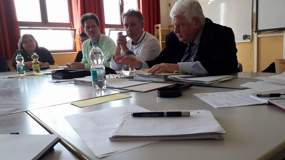 Hier wird durchgemacht: Herr Krell und Herr Jahnke stellen sich den Fragen der Elternvertreter zum Sanierungszustand von über 90 Schulen. Eine Mamutaufgabe!