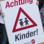 """""""Achtung Kinder!""""-Plakate: Für mehr Sicherheit im Straßenverkehr Aktion von HITRadio RTL Sachsen"""