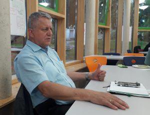 Lothar Bienst(CDU) beantwortet die Fragen der Elternvertreter zur Verbeamtung und den sich daraus ergebenen Schwierigkeiten in der Besoldung der Lehrer.
