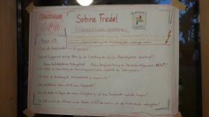 Ein Plakat mit Fragen zur sächsischen Bildungspolitik 2018