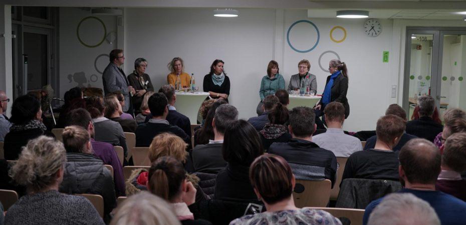 In der Podiumsdiskussion sind zu sehenMichael Gerhardt, Naomi Witte, Katharina Kreft, Sissi Flüßel, Ute Köhler-Siegel, Margitta Hollick, Petra Elias